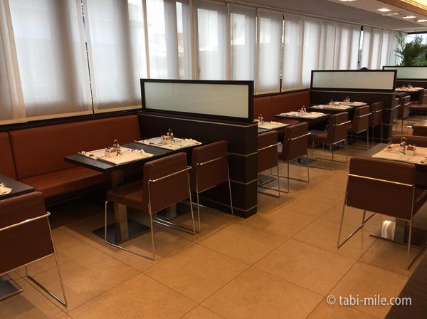 IQホテル朝食 室内