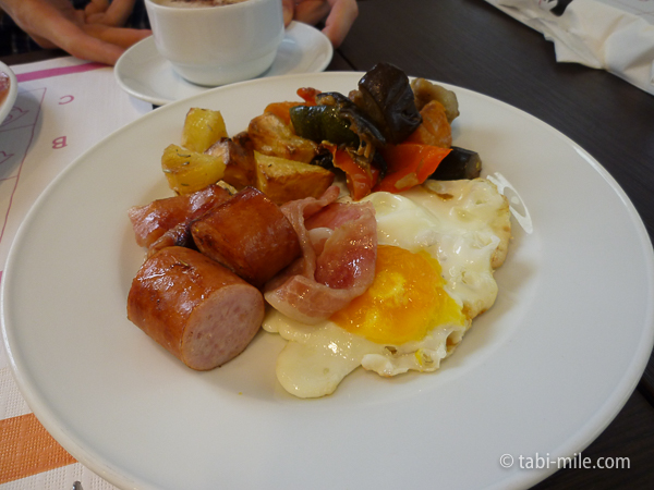 IQホテル朝食 ソーセージ