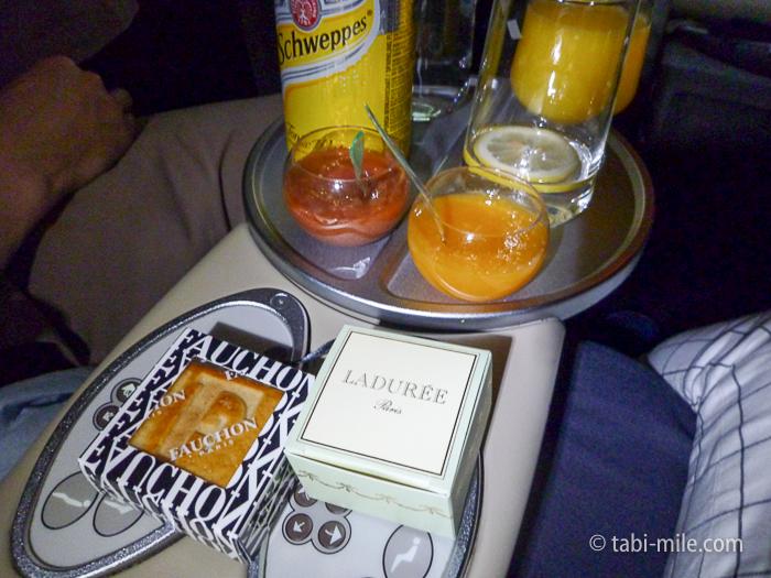 エールフランスビジネスクラス夜食1