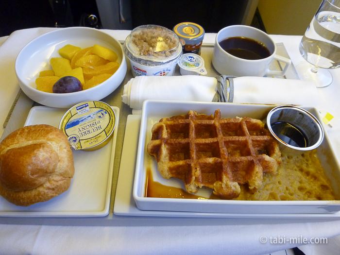 エールフランスビジネスクラス朝食1