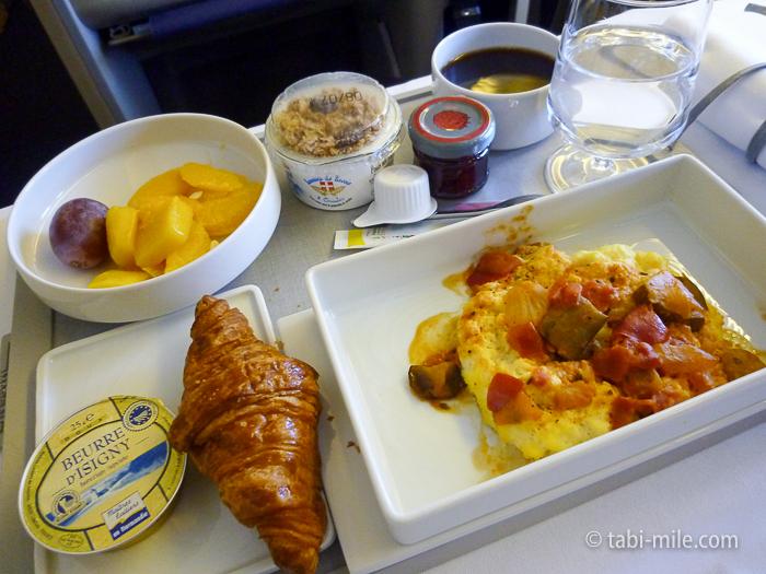 エールフランスビジネスクラス朝食2