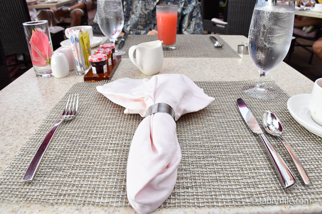 ロイヤルハワイアンホテルサーフラナイ朝食テーブル