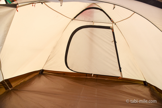 無印良品カンパーニャ嬬恋キャンプ場テント小窓スノーピーク