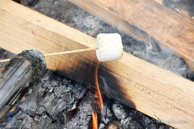 無印良品キャンプ嬬恋朝ごはん焚き火焼きマシュマロ
