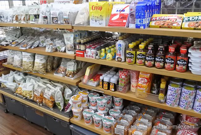 無印良品カンパーニャ嬬恋キャンプ場センターハウス売店調味料カップ麺