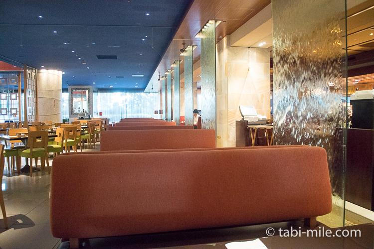 ヒルトン東京ベイ 朝食ブッフェ 座席風景