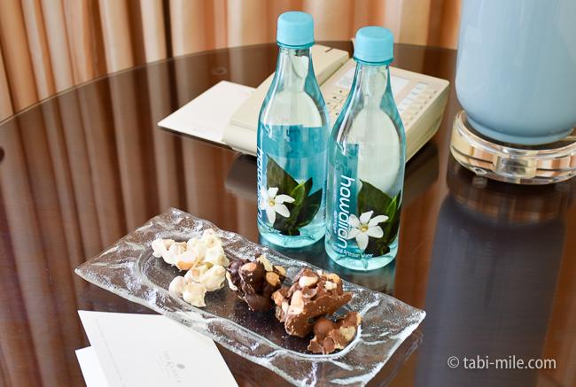 カハラホテル部屋オーシャンビュー無料水マカダミアナッツチョコレート