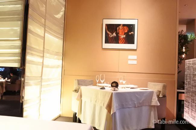 ベージュ アラン・デュカス東京テーブル様子