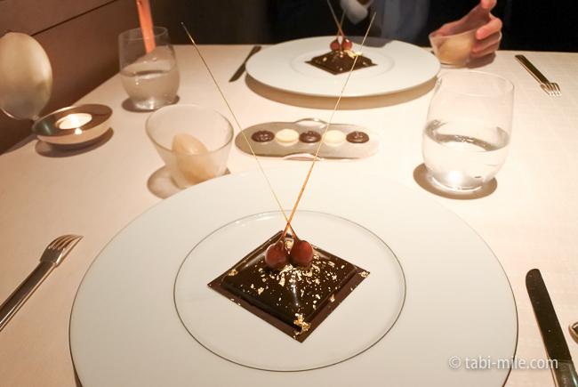 ベージュ アラン・デュカス東京デザートチョコラプラリネ
