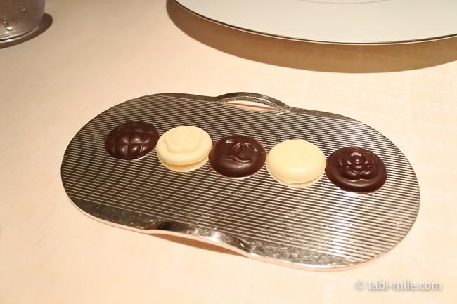 ベージュ アラン・デュカス東京チョコレート