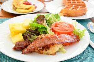 カハラホテル朝食ビュッフェサラダベーコン