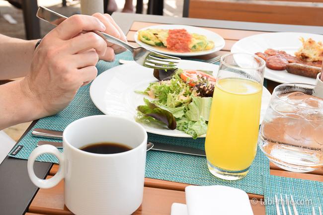 カハラホテル朝食ビュッフェコーヒーフレッシュジュース