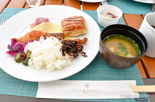 カハラホテル朝食ビュッフェごはん味噌汁昆布