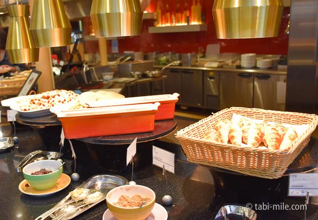 シェラトングランデ東京ベイグランカフェ朝食ビュッフェクロワッサンワッフル