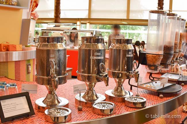 シェラトングランデ東京ベイグランカフェ朝食ビュッフェキッズビュッフェ牛乳低脂肪乳豆乳コーンフレイク
