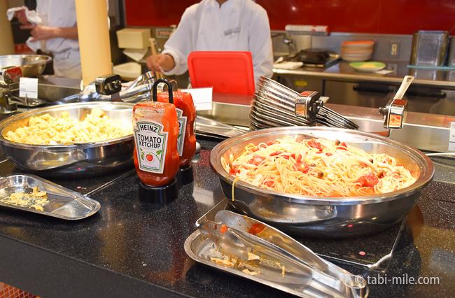 シェラトングランデ東京ベイグランカフェ朝食ビュッフェパスタスクランブルエック