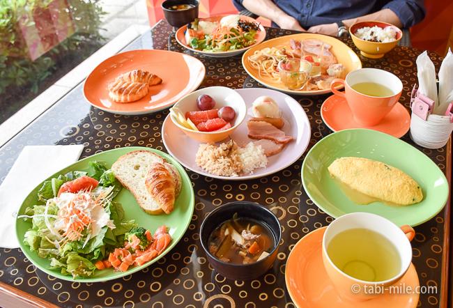 シェラトングランデ東京ベイグランカフェ朝食ビュッフェ食卓の様子