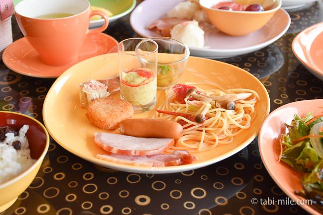 シェラトングランデ東京ベイグランカフェ朝食ビュッフェナスの煮浸しパスタハムソーセージ