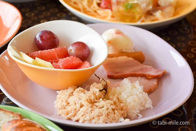 シェラトングランデ東京ベイグランカフェ朝食ビュッフェフルーツチーズキノコご飯ハム
