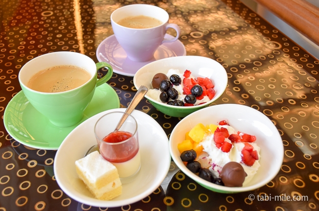 シェラトングランデ東京ベイグランカフェ朝食ビュッフェヨーグルトプチデザートコーヒー