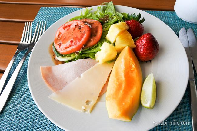カハラホテル朝食ビュッフェフパパイヤハムサラダフルーツ
