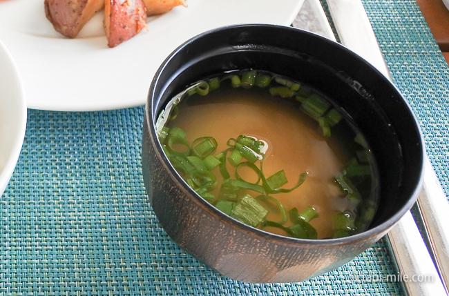 カハラホテル朝食ビュッフェ味噌汁