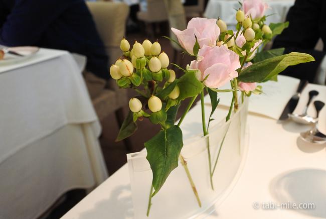 オテル・ドゥ・ミクニランチテーブル花