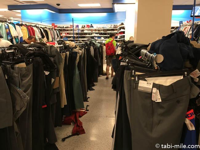 グアムプレミアムアウトレット ロスドレス 店内ズボン売り場