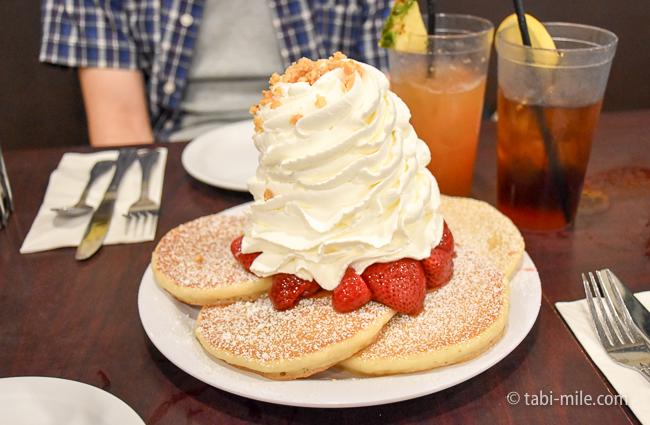 グアム旅行エッグスンシングスストロベリーパンケーキ