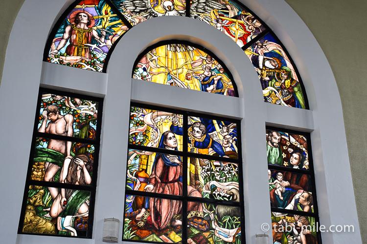 ハガニア地区聖母マリア大聖堂左側ステンドグラス
