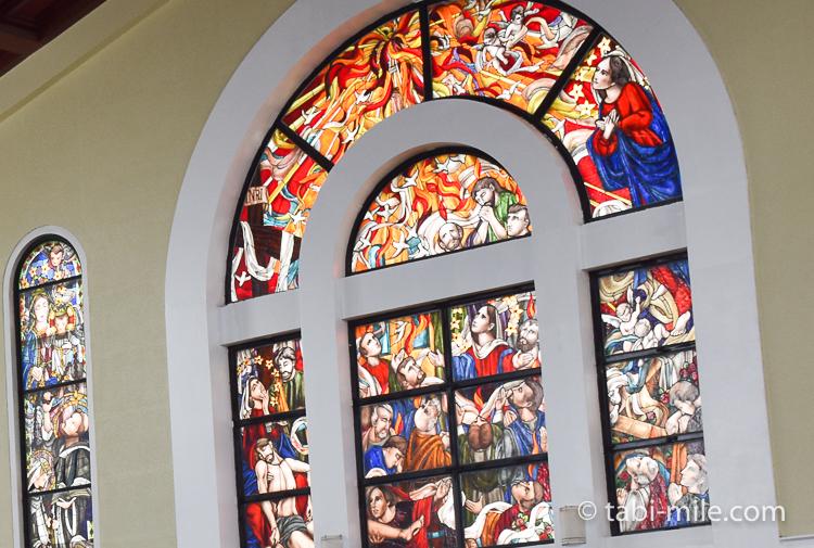 ハガニア地区聖母マリア大聖堂右側ステンドグラス