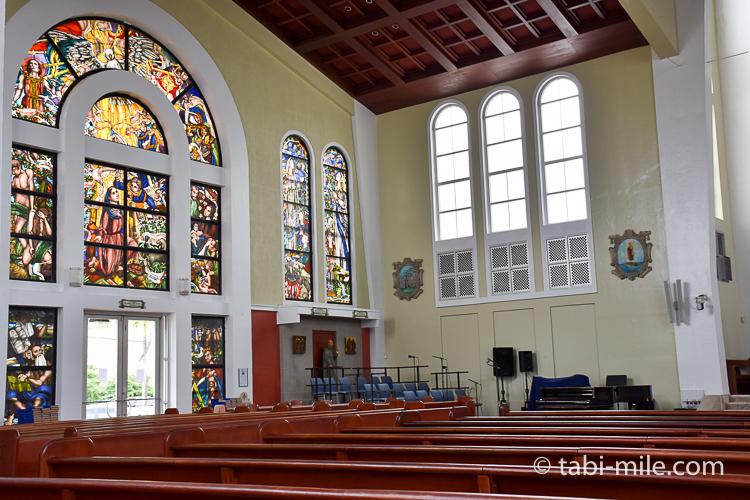 ハガニア地区聖母マリア大聖堂内装左側ステンドグラス
