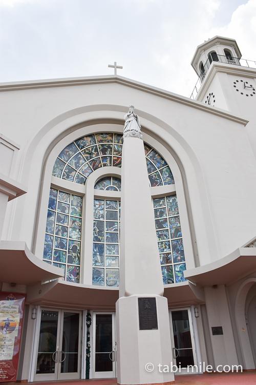 ハガニア地区聖母マリア大聖堂外観ステンドグラス