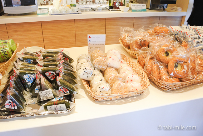 成田空港第1ターミナルKALラウンジおにぎりパン