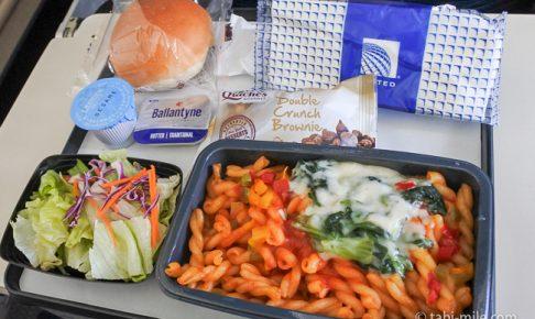 ユナイテッド航空グアム往路機内食パスタ