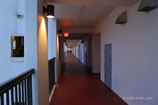 レオパレスリゾートグアム部屋コンドミニアム棟7階廊下