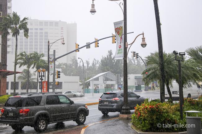 グアム旅行免税店スコール雨
