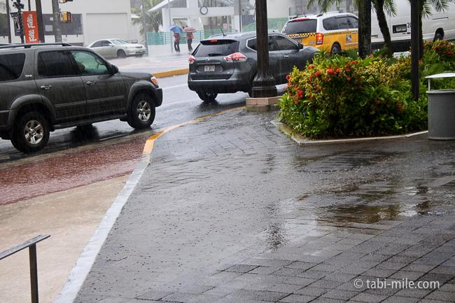 グアム旅行免税店スコールいきなりの雨