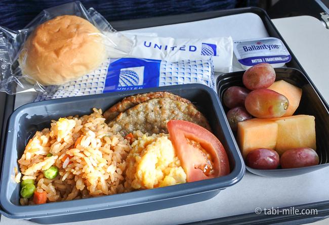 ユナイテッド航空グアム復路機内食オムレツ