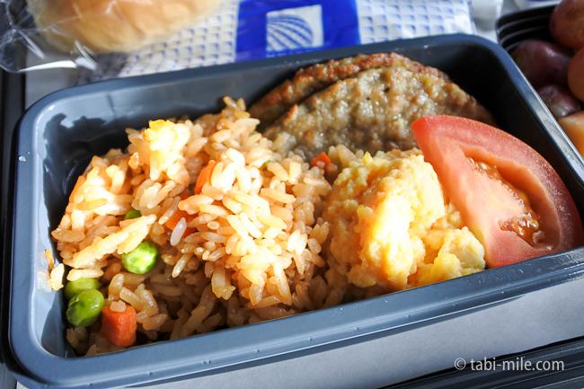 ユナイテッド航空グアム復路機内食オムレツソーセージ