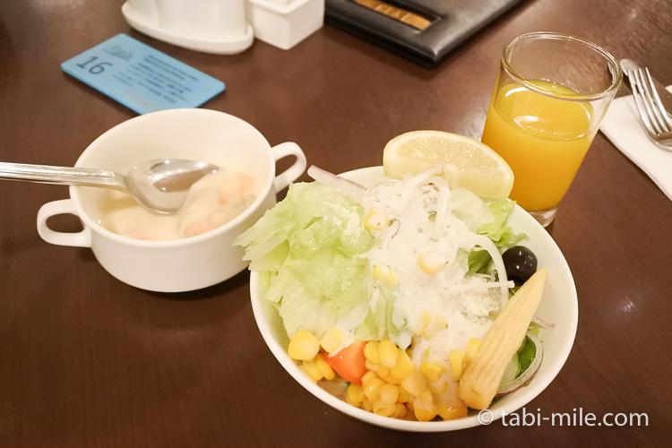 ホテルニッコーグアム マゼランブッフェ サラダとスープとジュース
