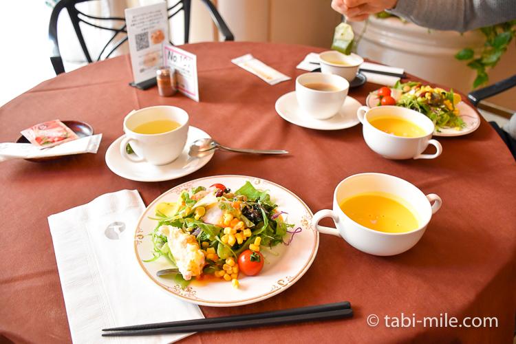 フォンタナ サラダ かぼちゃのスープ