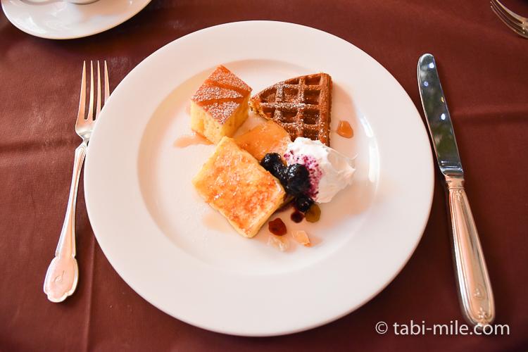 フォンタナ フレンチトースト&ワッフル&パンケーキの生クリームジャム添え