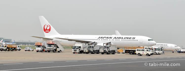 羽田空港に駐機するJAL(日本航空)