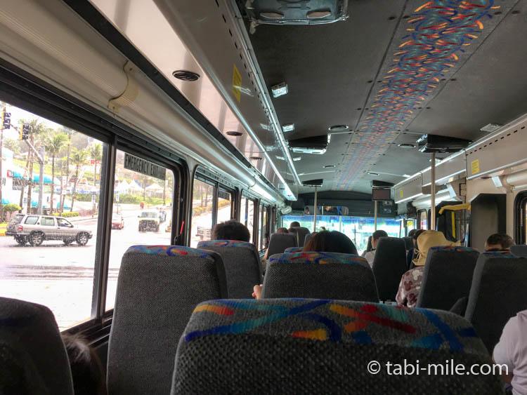 ココパームガーデンビーチ送迎バス行き 車内