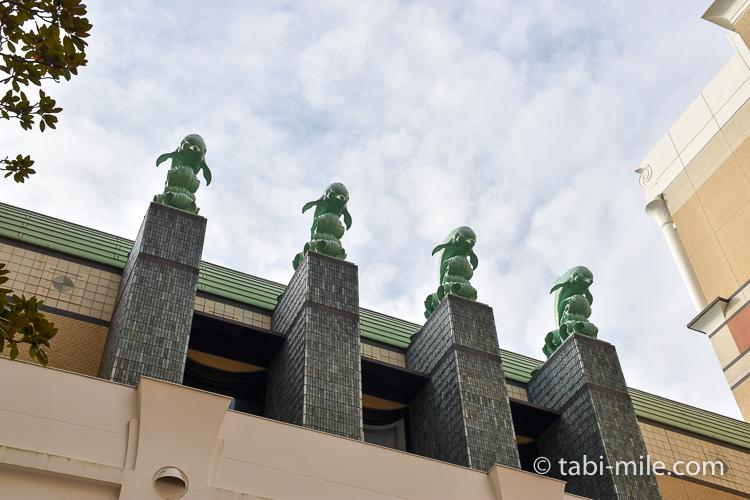 ホテルオークラ東京ベイ 中庭 イルカ像