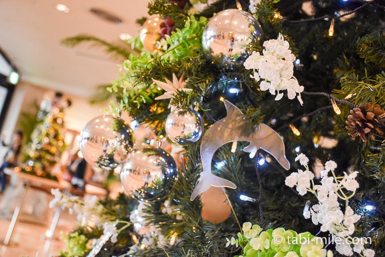 ホテルオークラ東京ベイ 大きなクリスマスツリー イルカ