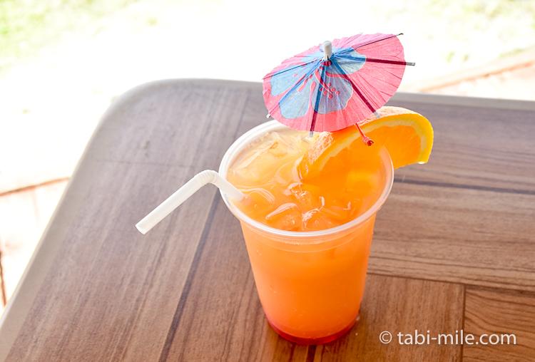 ココパームガーデンビーチ トロピカルジュース 傘
