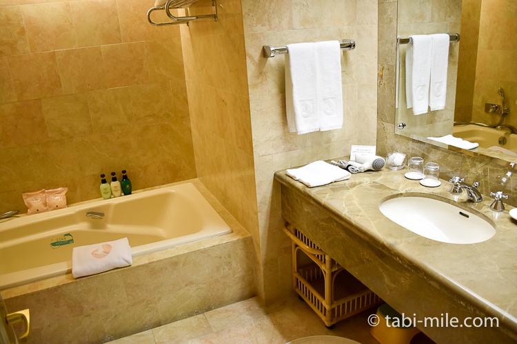 ホテルオークラ東京ベイ デラックスルーム 洗面台バスタブ
