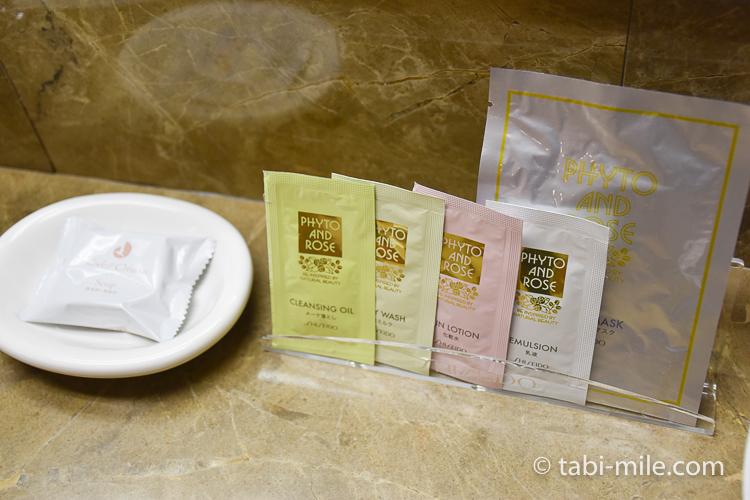 ホテルオークラ東京ベイ デラックスルーム アメニティ化粧水類